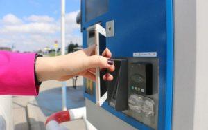 банковская карта с бесконтактным чипом